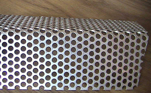Round hole perforated mesh for filter manufacture